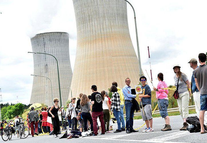 La cadena humana se extendió desde la localidad de Tihange, situada en el municipio belga de Huy, hasta la ciudad alemana de Aquisgrán, pasando por Maastricht, en los Países Bajos.(RT)