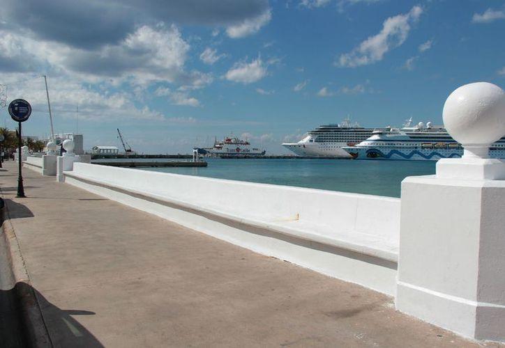 La inversión en otros destinos de cruceros en el mundo se ha resentido en Cozumel en una baja en la llegada de turistas a este destino. (Gustavo Villega/SIPSE)