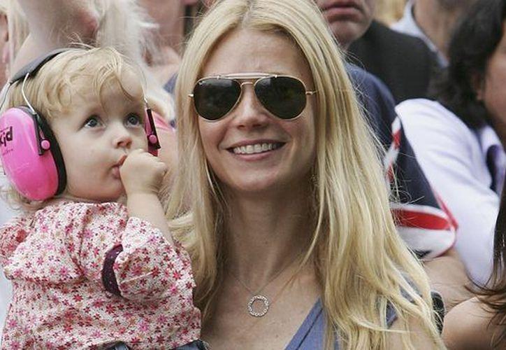 la actriz Gwyneth Paltrow y su hija Apple. (teinteresa.es)