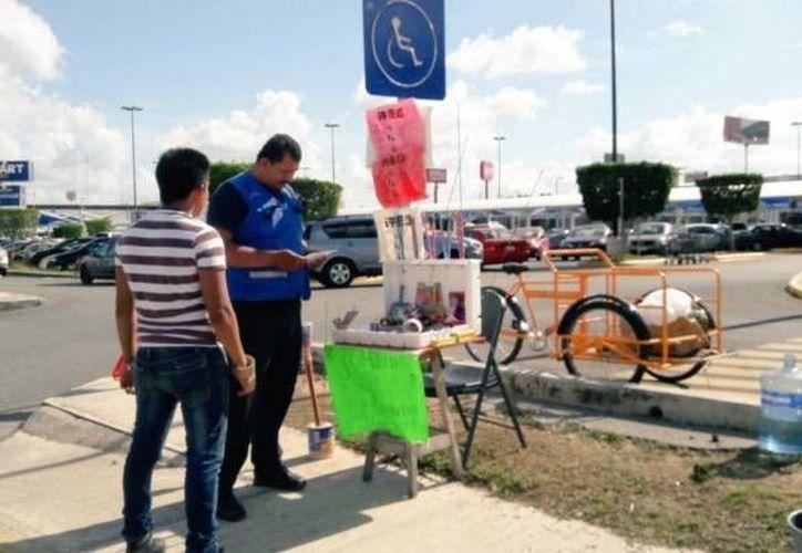 Este miércoles se realizó una revisión en los puestos de pirotecnia de Mérida, para verificara que contarán con medidas de seguridad e identificaciones. (twitter.com/AyuntaMerida)