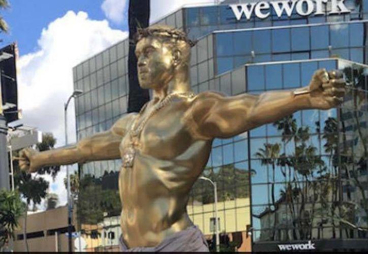 La escultura denominada 'El Falso Ídolo' se encuentra ubicada en Hollywood Boulevard, en Los Ángeles.(Foto tomada de Instagram/Plastic Jesus)