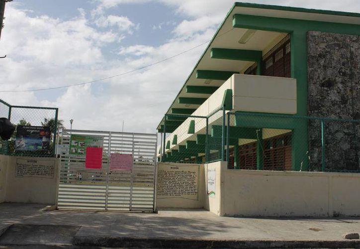 La colocación de los dispositivos de vigilancia en las escuelas no será suspendida. (Juan Palma/SIPSE)