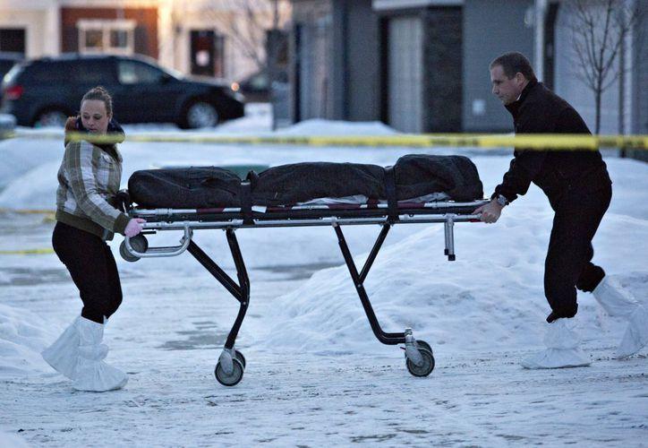 La policía no ha identificado a ninguna de las víctimas. (AP)