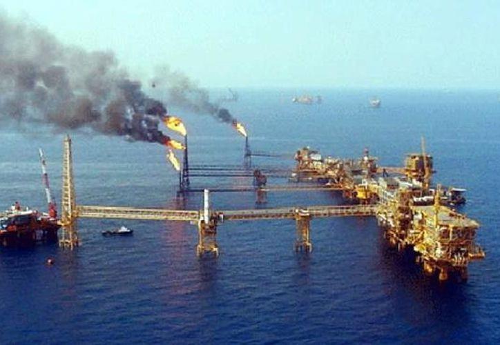 Para la explotación de hidrocarburos de alta mar se requerirán plataformas petroleras en el Área 30. (Milenio Novedades)