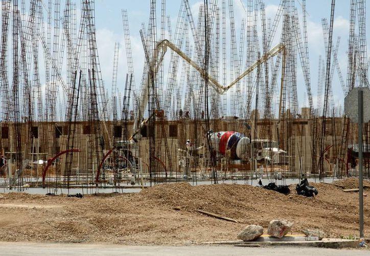 Este año en Solidaridad se están construyendo obras privadas con un monto de inversión que supera los mil millones de pesos.  (Adrián Monroy/SIPSE)
