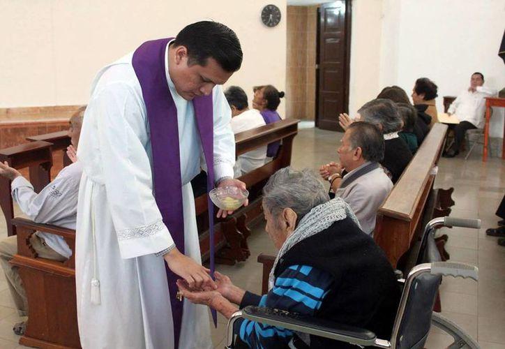La Arquidiócesis de Yucatán extendió el llamado a aquellos enfermos que estén en gracia para que asistan a esta celebración, en la que podrán pasar por la Puerta del Perdón y ganar la indulgencia plenaria. (Archivo/ Milenio Novedades)