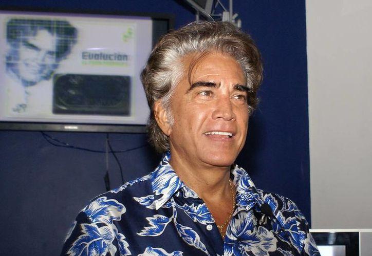 José Luis Rodríguez, El Puma, no solo continúa cantando y acaba de escribir un libro, sino que critica al gobierno venezolano porque la situación social es 'irreversible'. (coveralia.com)
