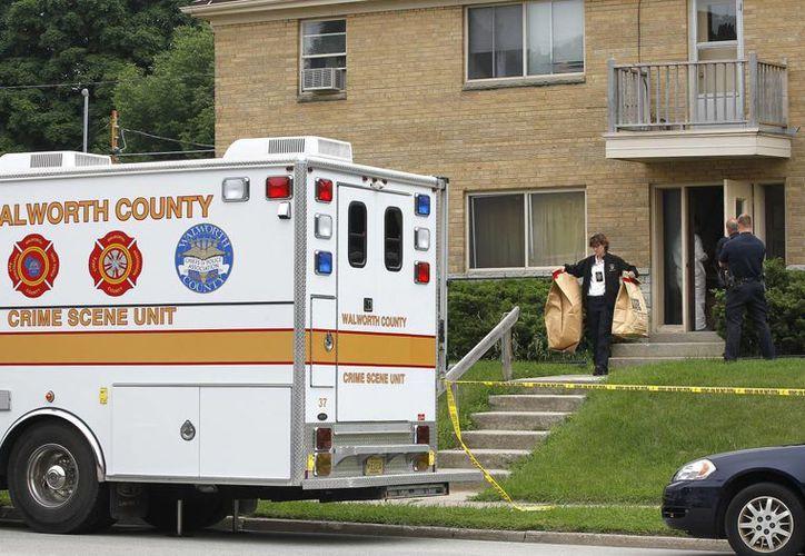 La policía registró el departamento de Steven Zelich buscando evidencias sobre los asesinatos de dos mujeres. (AP)