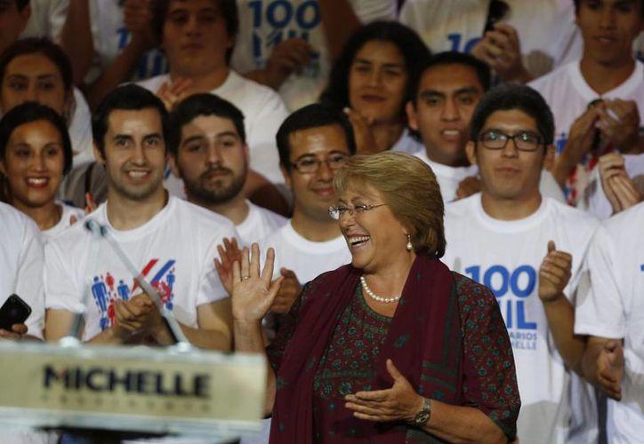 Michelle Bachelet durante el cierre de su campaña en Santiago, Chile. (Agencias)