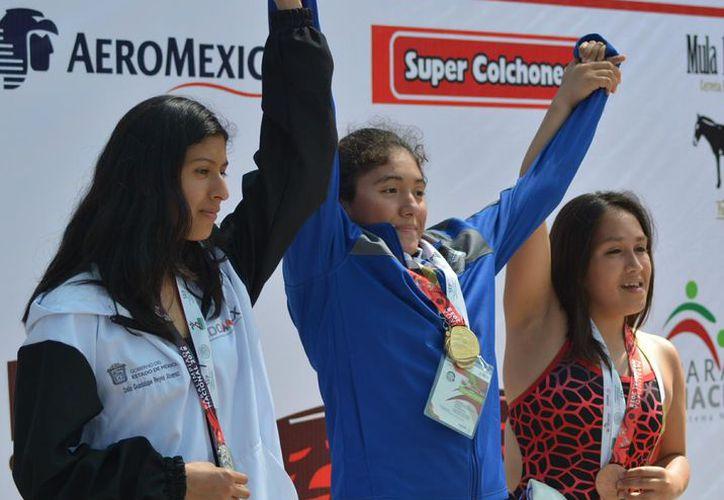 Samantha Cabrera Canul, quien obtuvo una medalla de oro y dos de plata en  Paranatación en la Paralimpiada Nacional, recibirá el Premio Estatal del Deporte. (Miguel Maldonado/SIPSE)