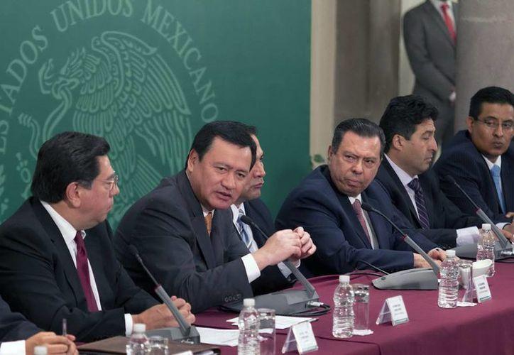 """Osorio (c): secretarios de Estado visitarán la entidad para conocer dónde se han """"tropezado"""" un poco los recursos y la coordinación. (Notimex)"""