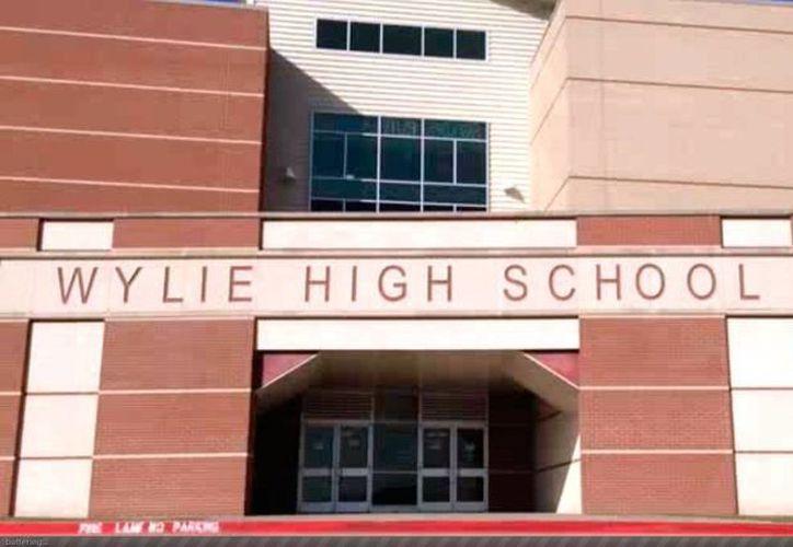 Fachada del colegio al que asistían la víctima y sus presuntos asesinos.  (Captura de pantalla de un video del Dallas News)