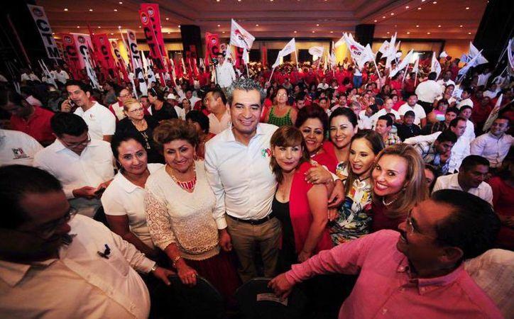 El líder nacional del PRI, Enrique Ochoa Reza, durante un evento del tricolor en Quintana Roo. (facebook.com/EnriqueOchoaR)