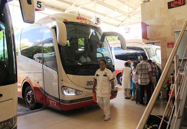 La empresa de transporte ADO informó que canceló sus corridas con destino a Mahahual y Belice ante la cercanía del huracán 'Earl'. (Octavio Martínez/SIPSE)