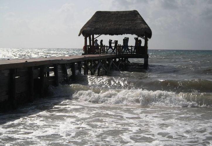 Autoridades de Playa del Carmen denunciaron ante la Profepa el caso del vertido de escombros al mar desde un muelle concesionado a un hotel. (Octavio Martínez/SIPSE)