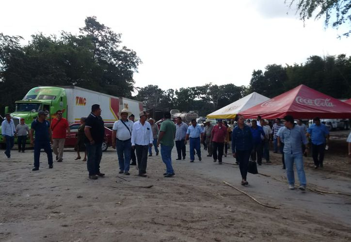 Los productores de caña no van a permitir que salga ni un kilo de azúcar de la fábrica hasta que lleguen a un acuerdo a su beneficio. (Carlos Castillo/SIPSE)