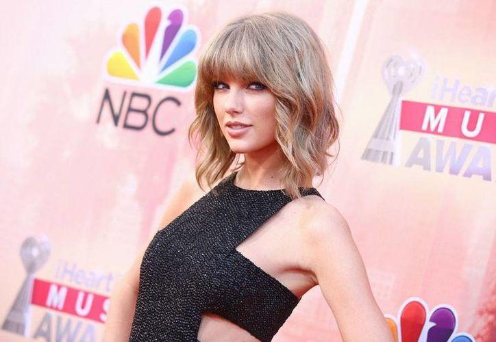 La triunfadora de los premios 'IHeartRadio' fue, sin duda, Taylor Swift, quien se llevó los dos galardones más importantes: Artista del año y Canción del año. (AP)