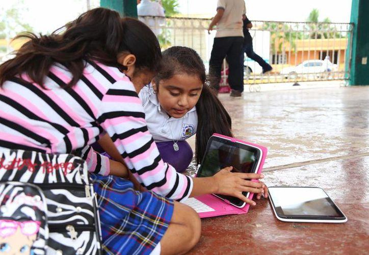 Los menores llevaban los dispositivos prácticamente todos los días. (Luis Soto/SIPSE)