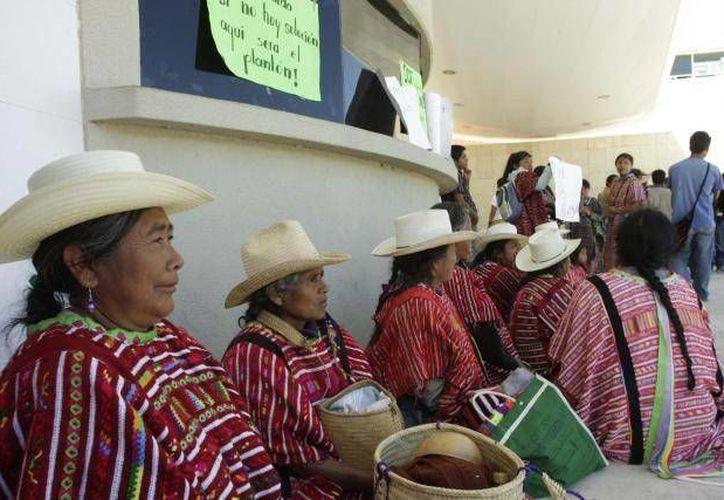 El 57% del padrón electoral oaxaqueño se rige bajo el sistema indígena. (Archivo Agencias)