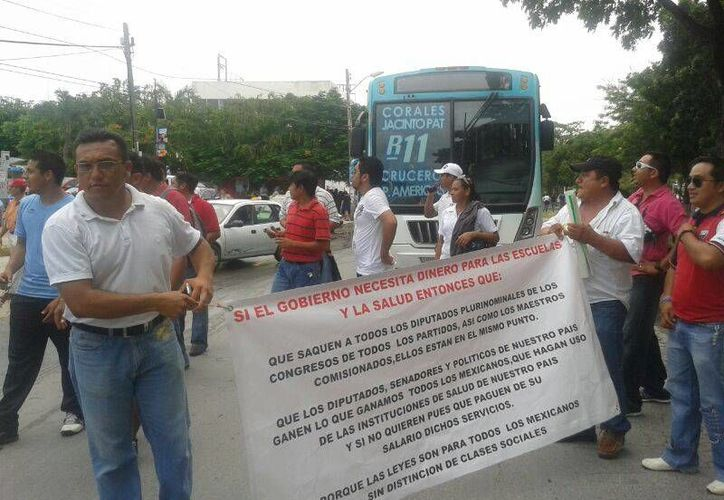 Los profesores continúan su protesta en contra de la Reforma Educativa. (Jazmín Ramos/SIPSE)