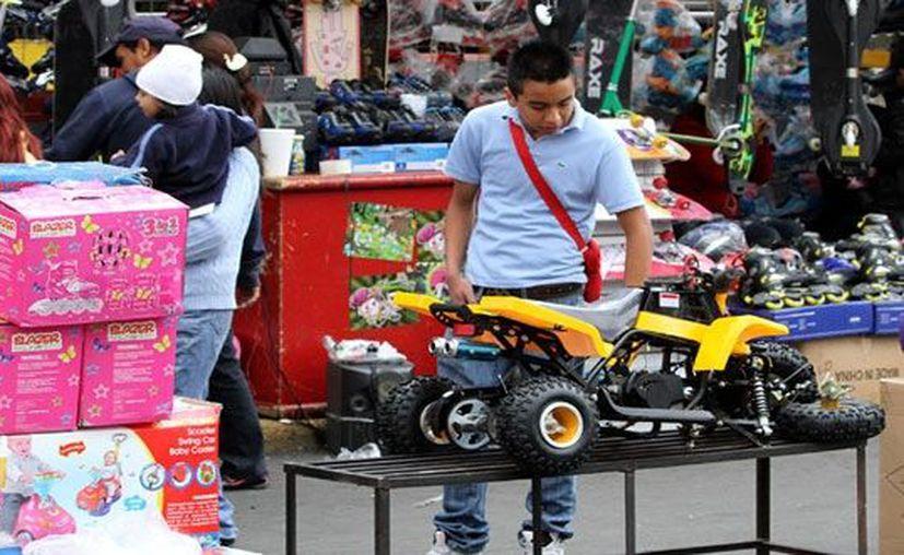 La Profeco sugiere a los consumidores que previo a los festejos planeen sus compras y comparen precios y tarifas. (Notimex)