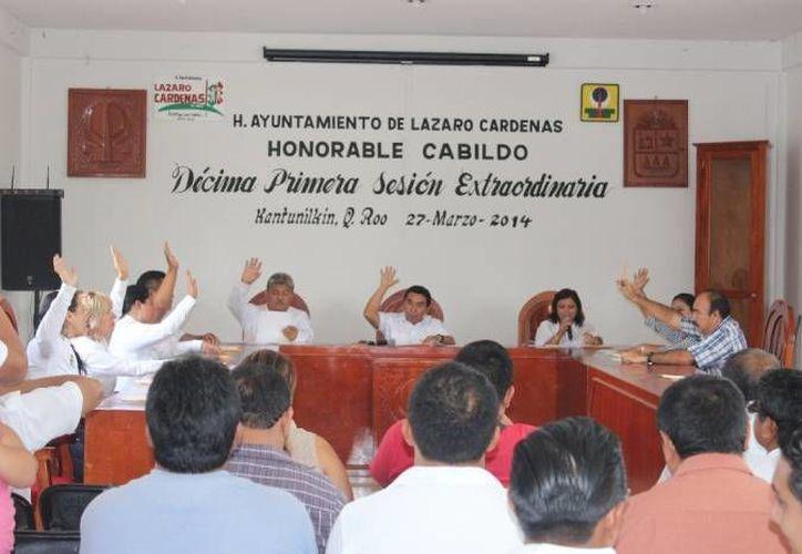 Secretaria atiende el desarrollo de las sesiones de Cabildo. (Archivo/SIPSE)