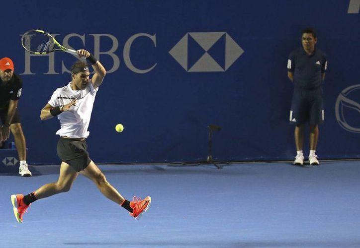Rafael Nadal requirió casi dos horas de juego para eliminar al japonés Yoshihito Nishioka en cuartos de final del Abierto de tenis de Acapulco. (AP)
