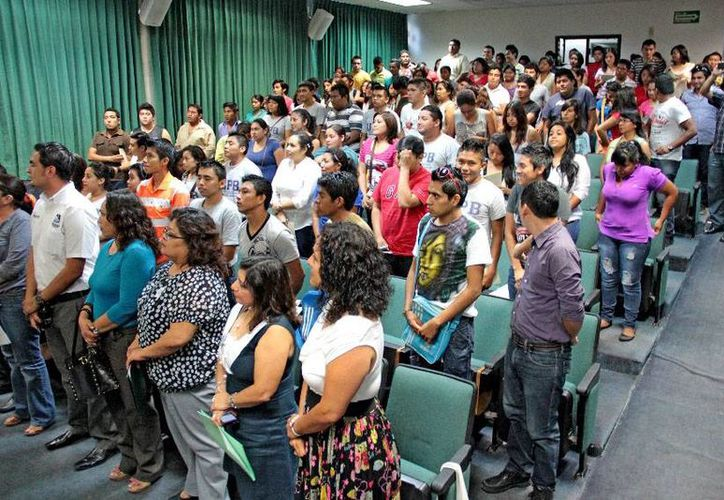 Se llevó a cabo una reunión de trabajo en el Centro de Estudios Intercultural para plantear la efectividad y la importancia del trabajo interdisciplinario y la vinculación comunitaria de los alumnos. (Harold Alcocer/SIPSE)
