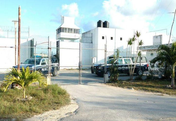 Personal de custodia de la cárcel reaccionó al momento y controló la riña, remitiendo a sus celdas a los internos. (Redacción/SIPSE).