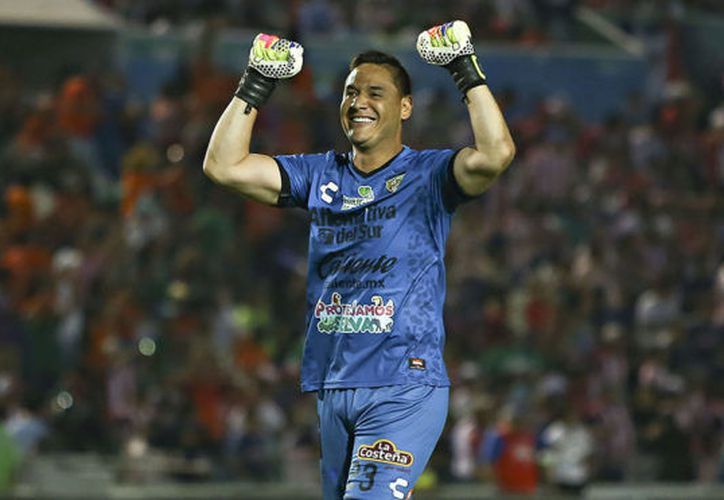 Moisés Muñoz ya recaudó los primeros 15 mil pesos en una subasta para el jugador de Murciélagos, Ezequiel Orozco. (Imago 7).
