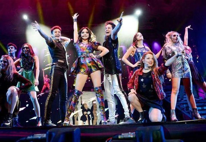 El elenco completo en pleno espectáculo de esta renovada gira mundial. (Foto: el Tribuno)