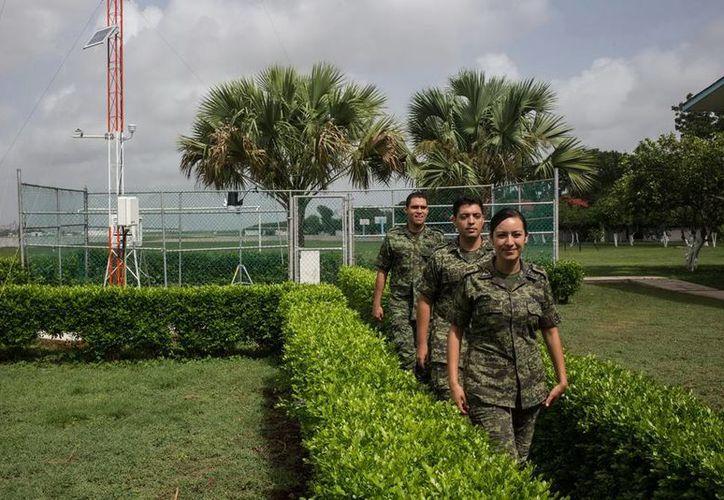 En la estación meteorológica de la FAM laboran ocho personas. (Mauricio Palos/SIPSE)