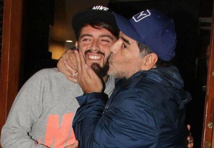 Maradona se reunió con su hijo Diego Junior, después de muchos años de haberlo negado ante el mundo.(EFE)