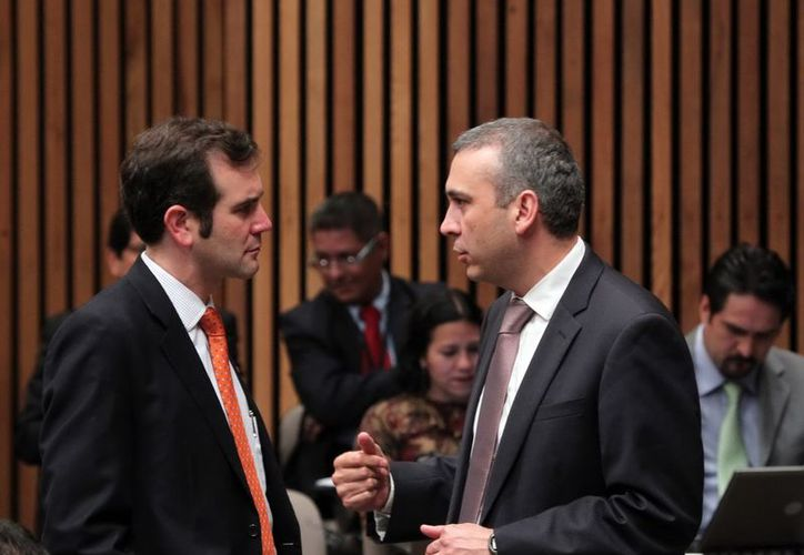 Los consejeros Lorenzo Córdova Vianello y Benito Nacif Hernández, durante la sesión del IFE. (Archivo Notimex)