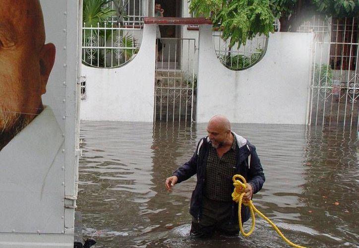 Antonio Cervera León visitó los puntos de la ciudad que sufrieron inundaciones. (Facebook/AntonioCerveraLeon)