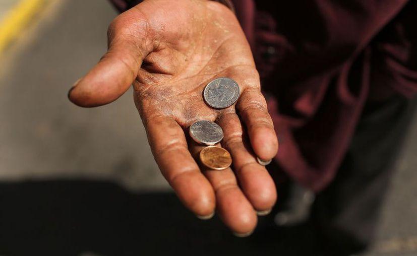 Un cura dejó con los brazos extendidos a un hombre que le pidió una limosna. (Habanero2000)