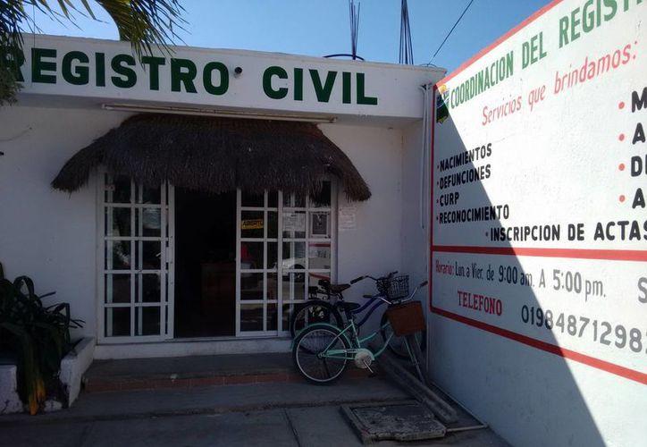 Un matrimonio de mujeres presentó ante el Registro Civil la solicitud para registrar a sus mellizos. (Rossy López/SIPSE)