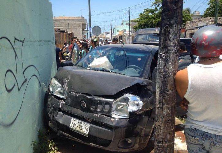 Uno de los vehículos involucrados en la carambola que se registró a las 12:50 horas en Progreso. (Gerardo Keb/Milenio Novedades)