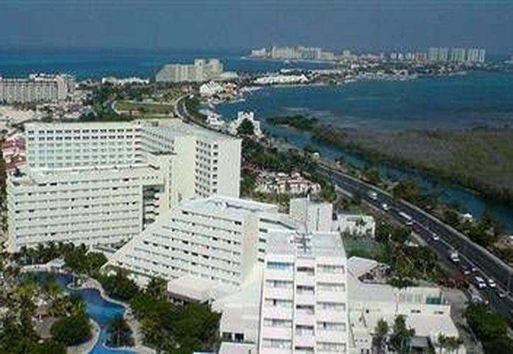 Los hoteles de Cancún forman parte de la oferta para realizar prácticas laborales más recurridas en el país. (Foto ilustrativa/Internet)