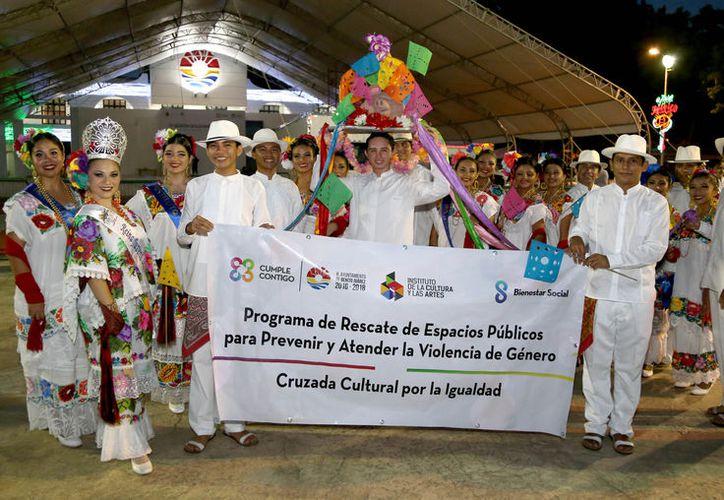 El evento estuvo amenizado por la orquesta jaranera más importante de la península.  (Redacción/ SIPSE)