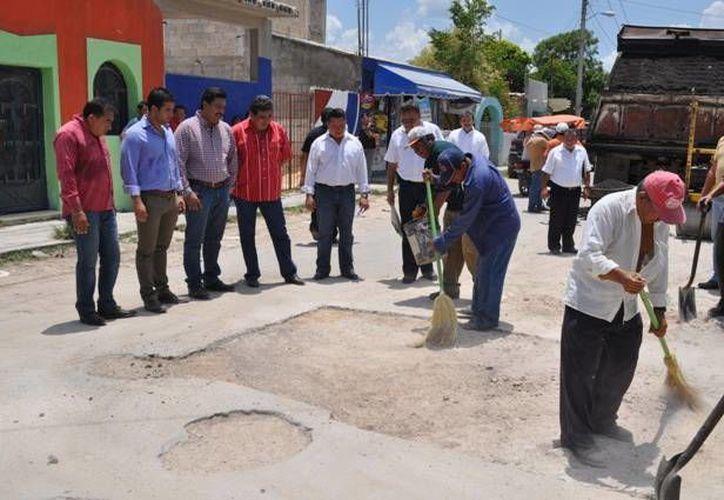 Atestiguan el inicio de las reparaciones en Kanasín. (Milenio Novedades)