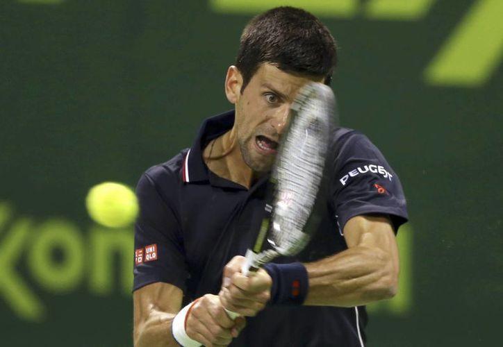Djokovic se enfrentará ahora a Ivo Karlovic en cuartos de final del Abierto de Qatar. (Foto: AP)