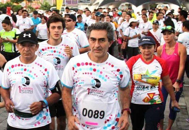 En la categoría master de la Carrera de Altabrisa, Adalid Díaz Román fue el triunfador entre los hombres y Patricia Pacab lo hizo entre las mujeres. (Milenio Novedades)