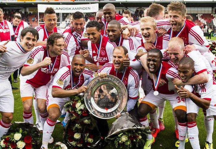 El Ajax suma ya 33 campeonatos en su historia. (AP)