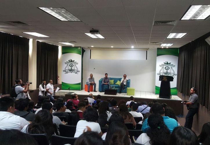 """Ayer, en el auditorio Yuri Knorosov, se llevó a cabo la ponencia debate """"¿De dónde viene el agua de Quintana Roo?""""."""