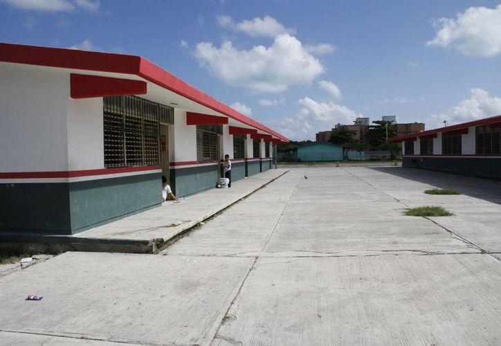 Pintarán las escuelas y se reparará instalaciones eléctricas e hidráulicas. (Tomás Álvarez/SIPSE)
