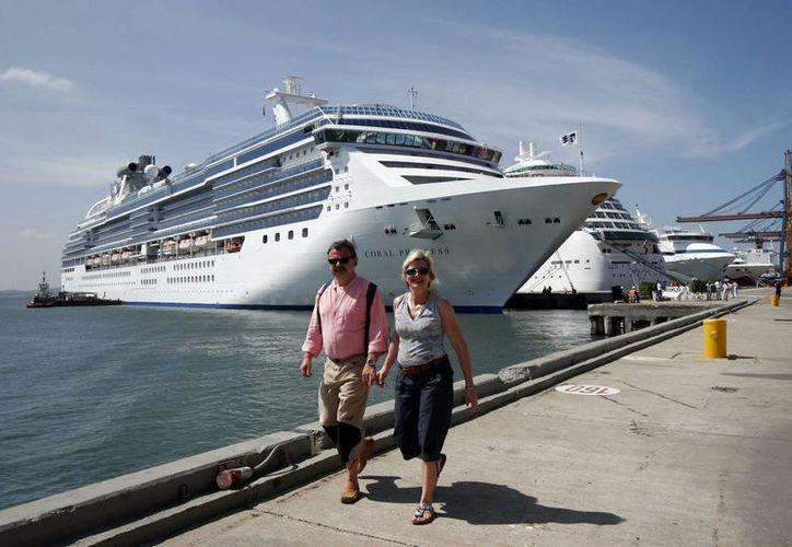 Royal Caribbean ofreció cambiar a otros pasajeros su fecha de embarque. (EFE/Archivo)