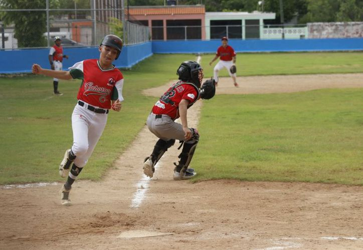 Como se esperaba, en todos los frentes hubo jugadas espectaculares. (Fotos de José Acosta/Novedades Yucatán)