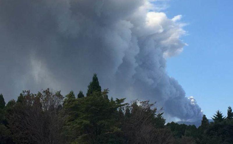 Volcán japonés hace erupción por primera vez en seis años