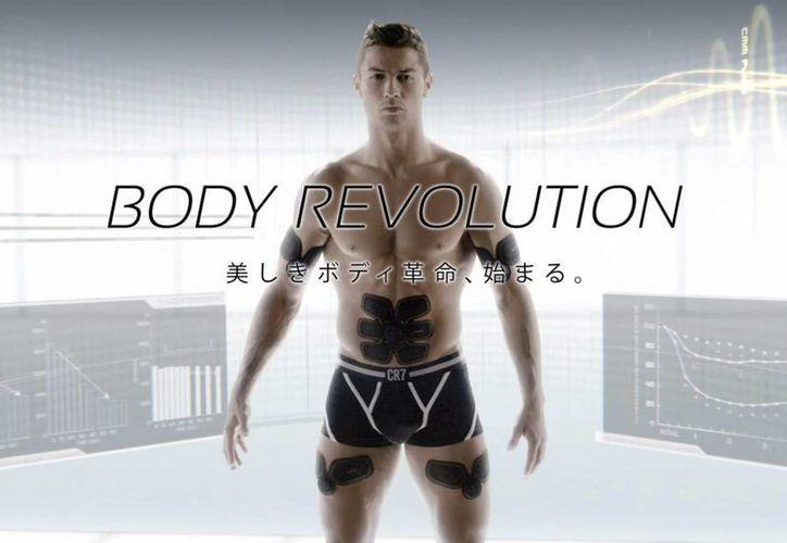 Cristiano Ronaldo en una nueva campaña publicitaria en Japón para  promocionar un aparato deportivo. ( 46269d75f509